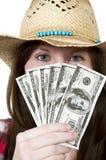 Frau, die 100 Dollarscheine anhält Stockfotos