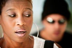 Frau, die angepirscht wird Lizenzfreie Stockbilder