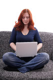 Junge Frau mit Nettobuch Lizenzfreie Stockbilder