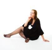 Frau, die auf dem Fußboden sitzt Lizenzfreies Stockfoto