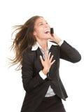 Frau, die auf dem Handy getrennt lacht Lizenzfreie Stockfotografie