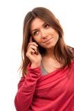 Frau, die auf dem neuen Handy spricht Lizenzfreies Stockfoto