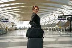 Frau, die auf einer Reise verlässt Lizenzfreie Stockfotos