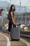 Frau, die auf einer Reise verlässt Stockfotos