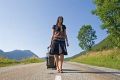 Frau, die auf einer Reise verlässt Stockfotografie