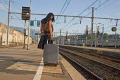 Frau, die auf einer Reise verlässt Lizenzfreies Stockfoto
