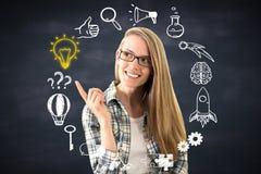 Frau, die auf Geschäftsskizze zeigt Stockfoto