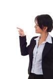 Frau, die auf ihre Seite zeigt Stockbild