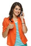 Frau, die auf Mobiltelefon spricht Lizenzfreie Stockfotografie