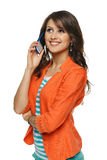 Frau, die auf Mobiltelefon spricht Stockfotos