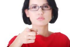 Frau, die auf Sie zeigt lizenzfreie stockfotos