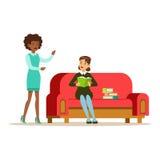 Frau, die auf Sofa Reading ein Buch spricht mit einem Freund, lächelnde Person In The Library Vector-Illustration sitzt Lizenzfreie Stockfotografie