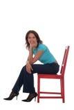 Frau, die auf Stuhl sitzt stockfotos