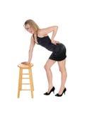 Frau, die auf Stuhl steht Stockbilder