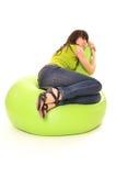Frau, die auf Stuhl träumt Lizenzfreies Stockbild