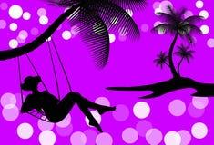 Frau, die auf tropischem Hintergrund sich entspannt Stockbilder