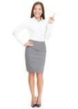 Frau, die auf Weiß zeigt Stockfotos
