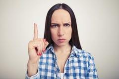 Frau, die Aufmerksamkeitszeichen zeigt Lizenzfreies Stockbild