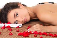 Frau, die Badekurortbehandlung erhält Lizenzfreies Stockfoto