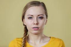 Frau, die Borte hairsyle hat Lizenzfreie Stockbilder