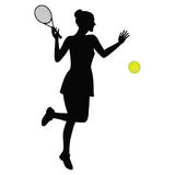 Frau, die das schwarze Schattenbild des Tennis lokalisiert auf weißer Hintergrundvektorillustration spielt Stockbild