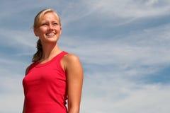 Frau, die den Abstand untersucht Lizenzfreie Stockfotografie