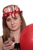 Frau, die den Champagner und die Ballone des neuen Jahres hält Stockfoto