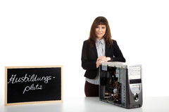 Frau, die den Computer repariert Lizenzfreies Stockbild