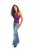 Frau, die in den Jeans steht Stockfoto