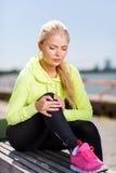 Frau, die draußen Sport tut Stockbilder