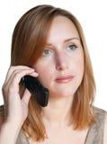 Frau, die durch Telefon benennt Stockbilder