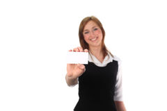Frau, die ein businesscard anhält Lizenzfreies Stockbild