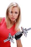 Frau, die ein Gewicht anhebt Lizenzfreies Stockbild