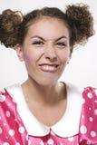 Frau, die ein lustiges Gesicht bildet Stockbild