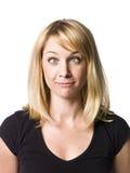 Frau, die ein lustiges Gesicht bildet Lizenzfreie Stockfotografie