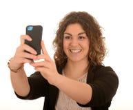 Frau, die ein selfie nimmt Lizenzfreie Stockfotos