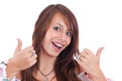 Frau, die ein Yeszeichen gestikuliert Stockfotos