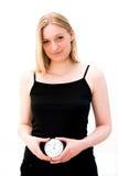 Frau, die eine Borduhr anhält Lizenzfreies Stockfoto
