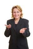 Frau, die eine Rede gibt stockfotografie