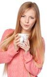 Frau, die eine Schale hält Lizenzfreies Stockfoto