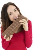 Frau, die eine Schokolade isst Stockbild