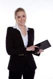 Frau, die eine Tablette anhält Stockfotos