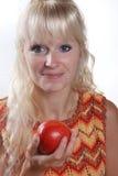Frau, die einen Apple isst Stockbilder