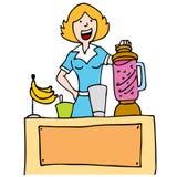 Frau, die einen BananeSmoothie bildet Stockfotos