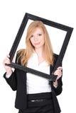 Frau, die einen Bilderrahmen hält Lizenzfreies Stockfoto