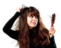 Frau, die einen falschen Haartag hat lizenzfreies stockbild