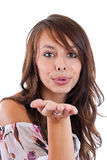 Frau, die einen Kuss an Ihnen durchbrennt Stockbilder