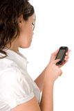 Frau, die einen modernen Handy verwendet stockbild