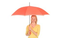 Frau, die einen Regenschirm anhält lizenzfreie stockfotografie