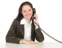 Frau, die einen Telefonhörer anhält Stockbilder
